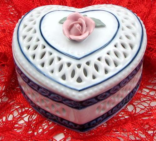 "4"" Woven Porcelain Heart Box (01-33541 )"