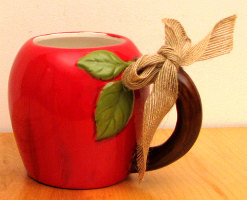 Ceramic Apple Mug (049-16176)