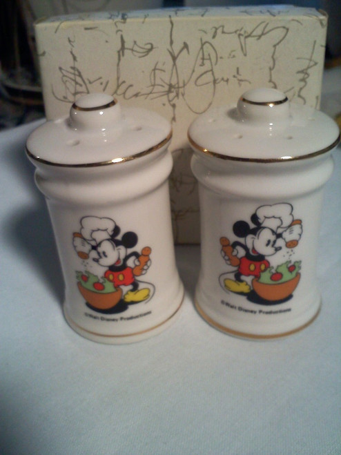 Vintage Walt Disney Productions Mickey Mouse Salt And Pepper Shakers (vwdp 1