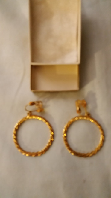 Ladies Gold Like Hoop Earring (115)