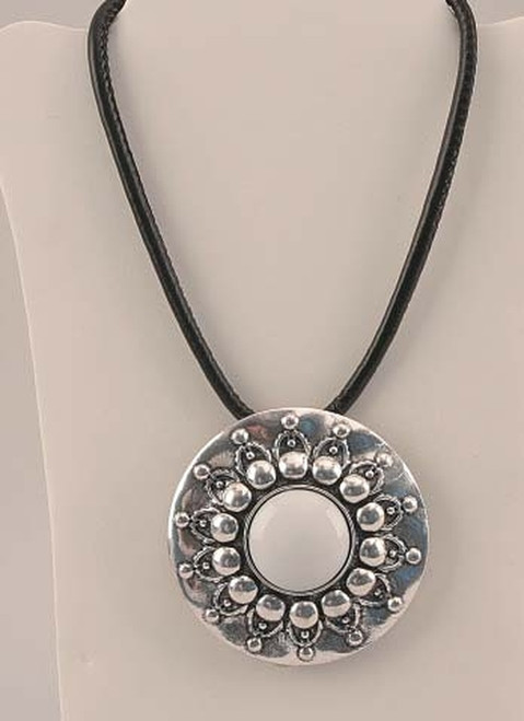 Silver Tone Pendant Necklace (049-40348 iw