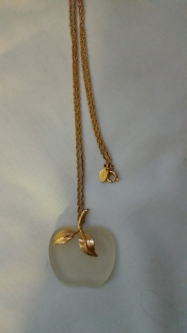 Vintage Necklace gold finish with apple pendent (aasvpa)