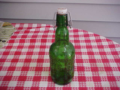 Green GROLSCH Beer Bottle w/ Porcelain Stopper (empty) (8,9/35)