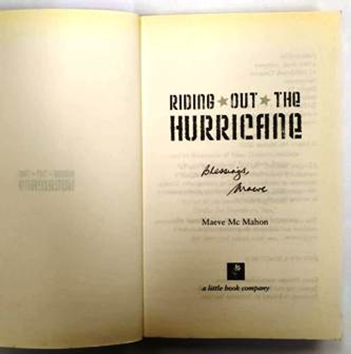 Maeve McMahon / Riding Out The Hurricane (Signed by the Author) (Paperback)