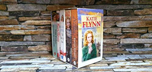 The Saga Collection ( 5 Book Box Set)
