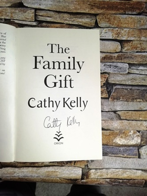 Cathy Kelly / The Family Gift (Signed by the Author)