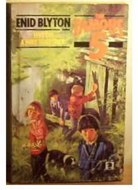 Blyton, Enid / The Famous Five, Five on a Hike Together