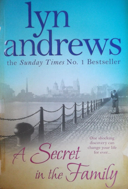 Andrews, Lyn / A Secret In The Family