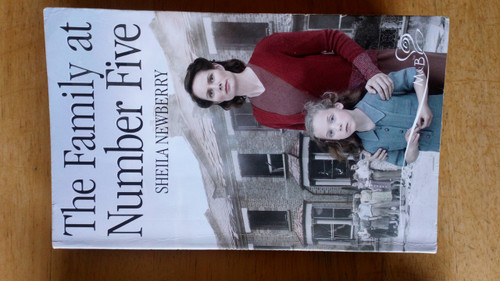 Newberry, Sheila - The Family at Number Five - M&B Books - WW2 Romance Novel