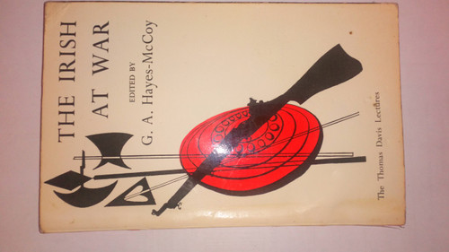 Hayes-McCoy G.A - The Irish at War - Vintage PB Military History 1964 - Thomas Davis lectures