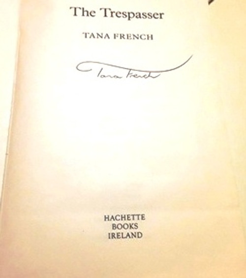 Tana French / The Trespasser (Signed by the Author) (Large Paperback)