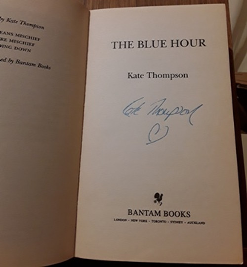 Kate Thompson / The Blue Hour (Signed by the Author) (Paperback)
