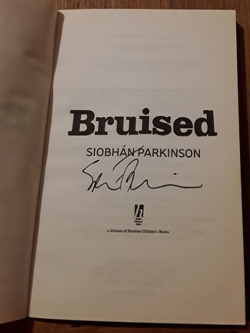 Siobhan Parkinson / Bruised (Signed by the Author) (Paperback)