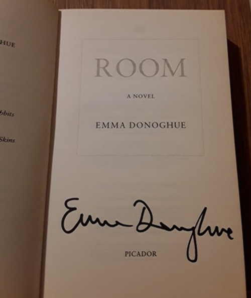 Emma Donoghue / Room (Signed by the Author) (Paperback)