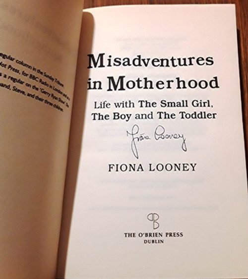 Fiona Looney / Misadventures in Motherhood (Signed by the Author) (Paperback)