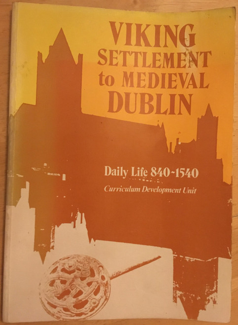 Crooks, Tony ( Editor) Viking Settlement to Medieval Dublin : Daily Life 840-1540- PB 1978 Woodquay Excavations