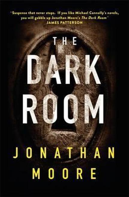 Moore, Jonathan / The Dark Room (Large Paperback)