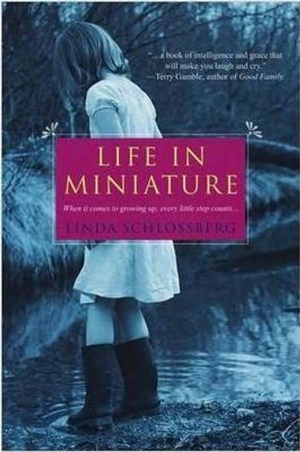 Schlossberg, Linda / Life in Miniature (Large Paperback)