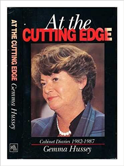 Hussey, Gemma / At the Cutting Edge (Large Paperback)