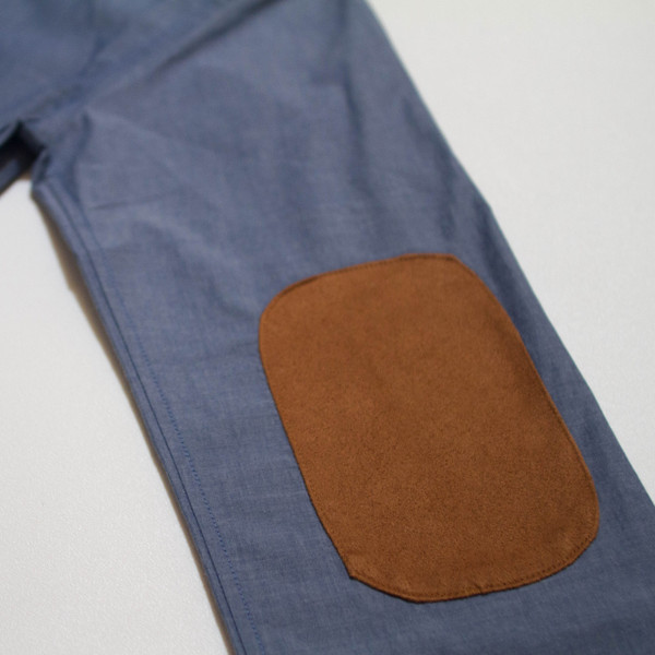 The Nicholas Button-Up - Blue elbow patch detail