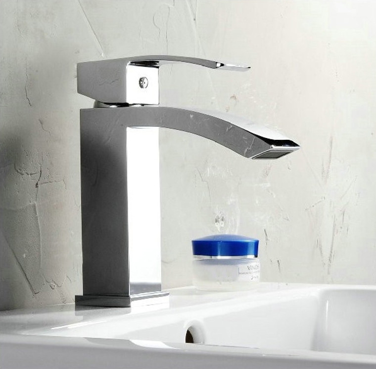 SINGLE LEVER WIDE SPREAD BATHROOM VANITY FAUCET - CHROME - 681101