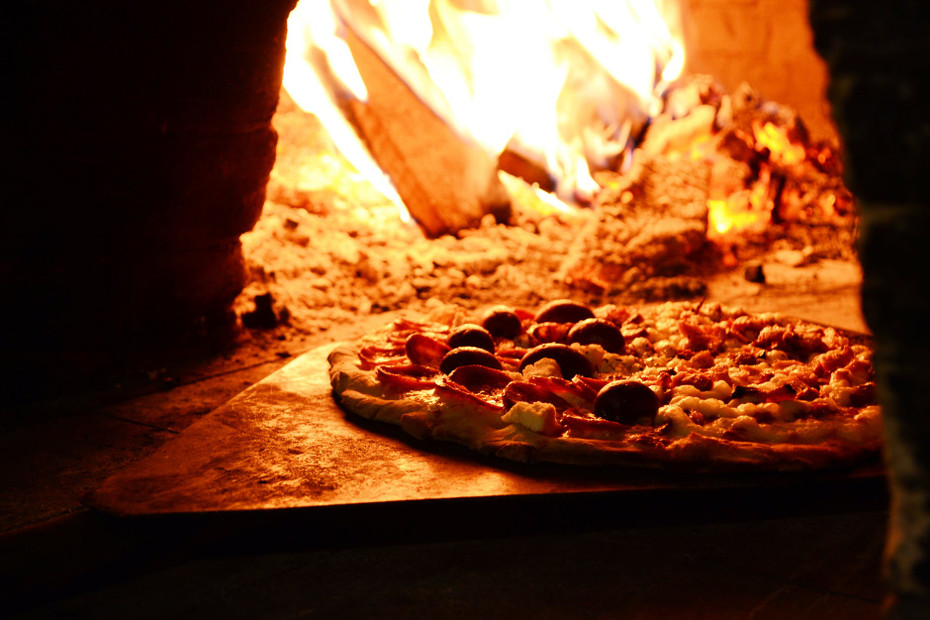 What type of wood is best for your pizza oven
