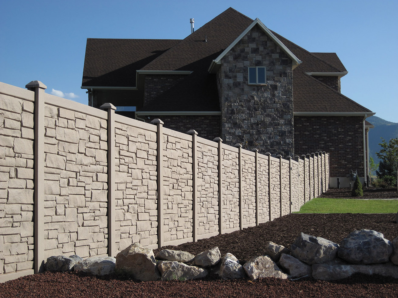Bufftech Allegheny Molded Vinyl Fence in Brown Granite