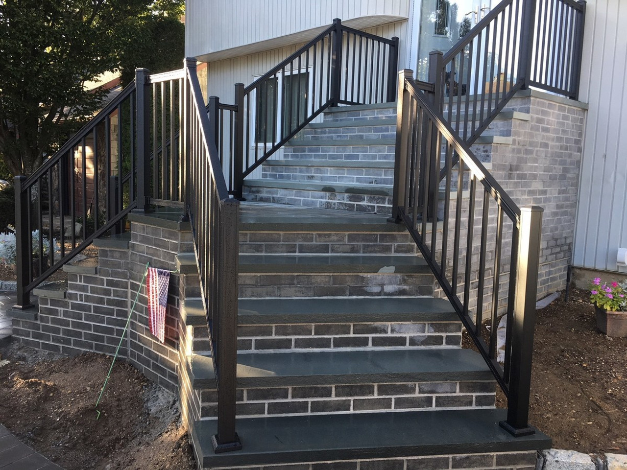 Key-Link American Series Aluminum Railing with Square Balusters