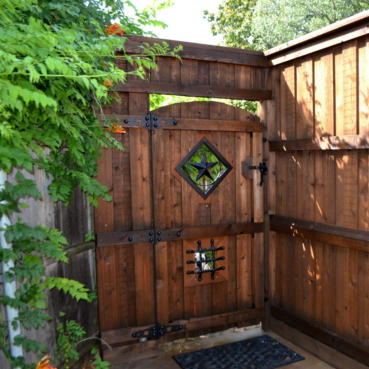 Wood Gate with OZCO OWT Star Accent