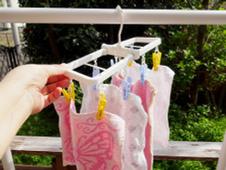 color CRUISE すき間ハンガーピンチ8個付 / Mini Foldaway Hanger with 8 clothespins