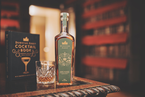Downton Abbey Blened Scotch Whisky 70Cl with cocktail book