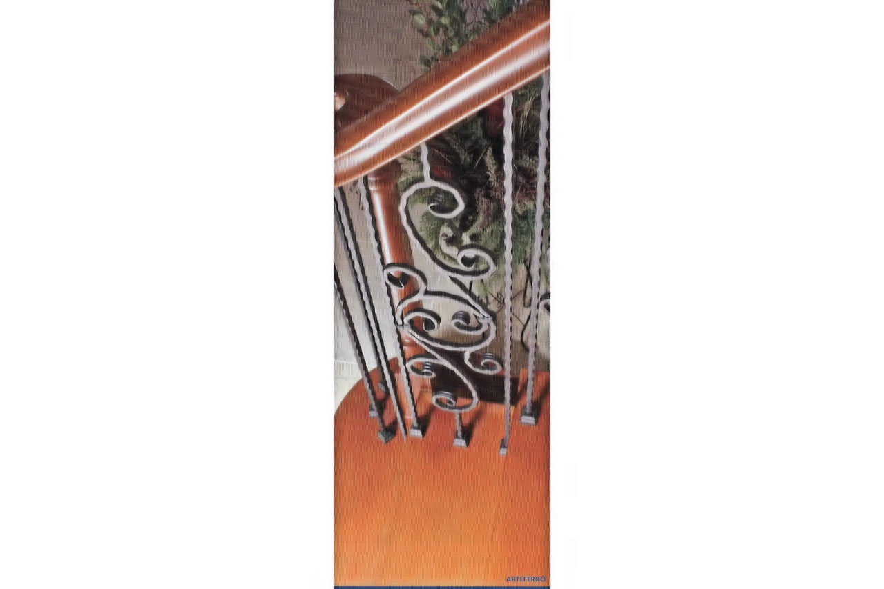 PC8/4 Hammered Bar 9/16-inch Iron Baluster