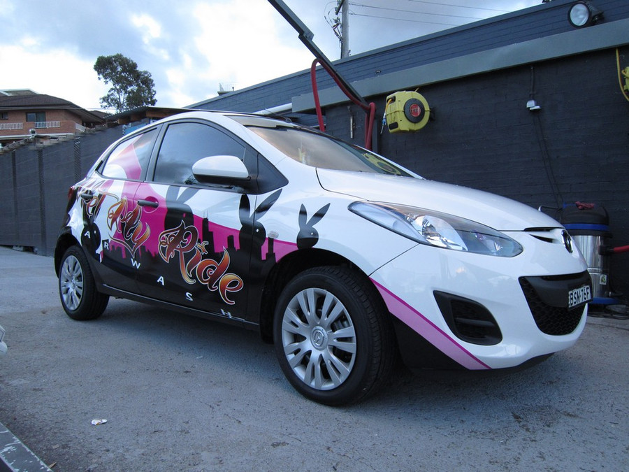 Hatchback vehicle wrap
