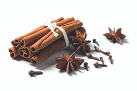 CEYLON CINNAMON  The comfort of warm cinnamon is captured through a blend of spices, cinnamon bark and rich woods.