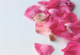 ATTAR BOUQET  Fresh white petals and Moroccan mint blend into a background of creamy musk and blonde woods.
