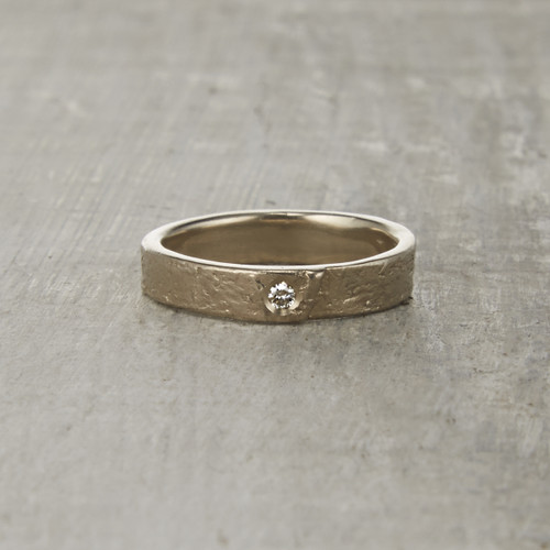 Nature-inspired Monhegan wedding ring with white diamond.