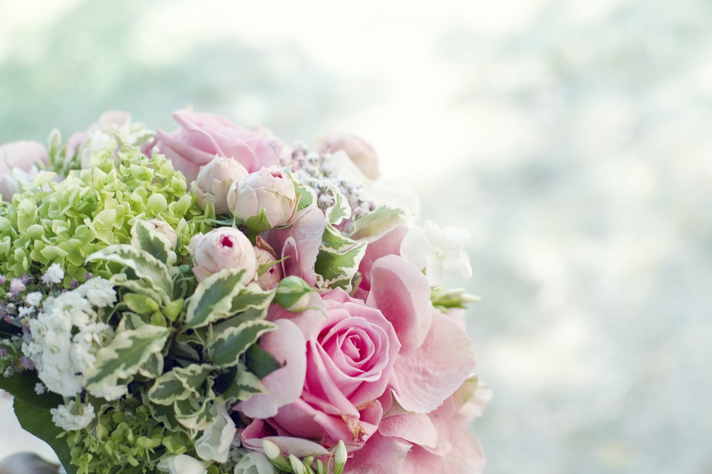 A fresh bouquet with aspects of rose, jasmine and cyclamen.