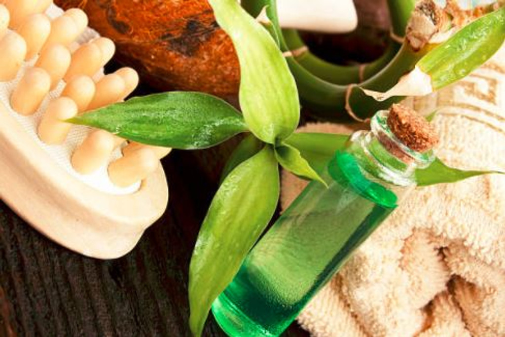 Tea tree oil provides a fresh, invigorating aroma reminiscent of cleanliness.