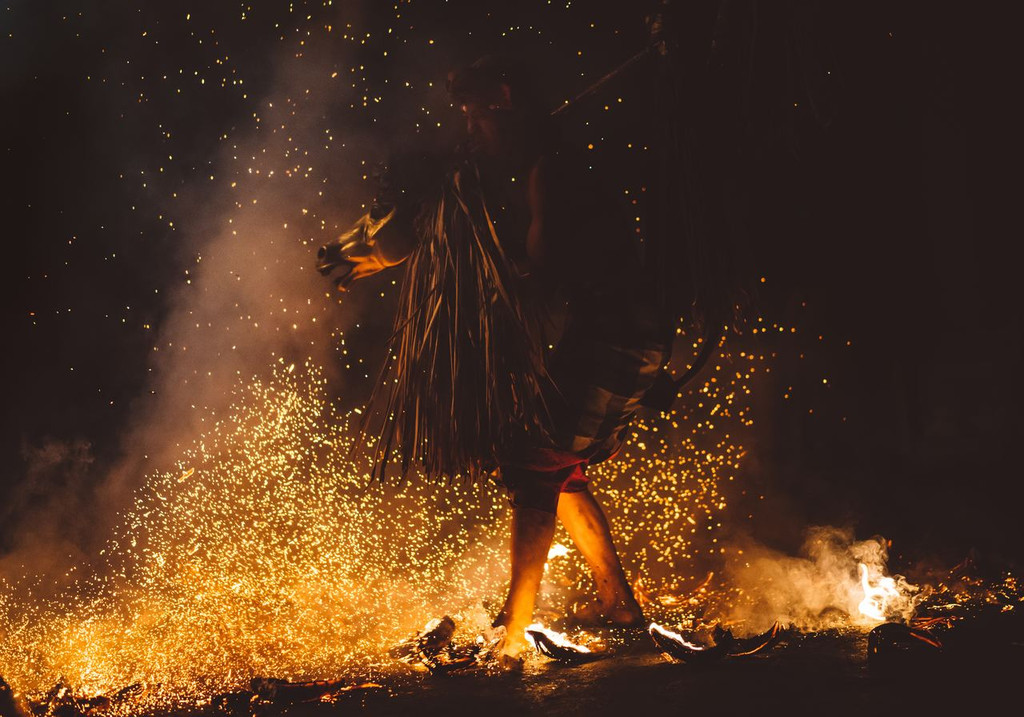 The history and fantasy of witches come to life! The aroma of burning wood, flesh and dread to immerse your visitors.