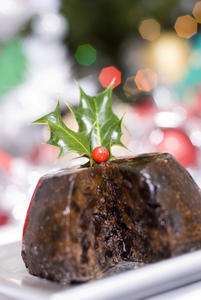 A delicious combination of fruit cake, spice and rum makes for very festive aroma.