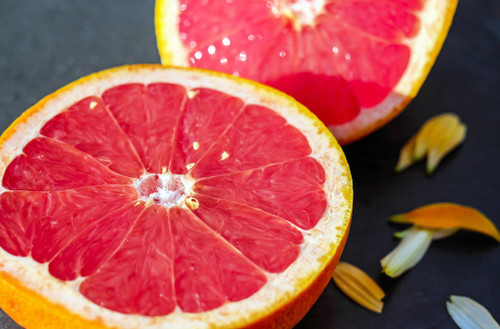 A blend of sour, sweet and bitter gives a powerful citrus aroma.