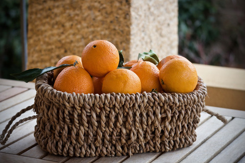 The sweet, light fragrance of fresh, unpeeled oranges. For the scent of squeezed oranges, try Zesty Orange.