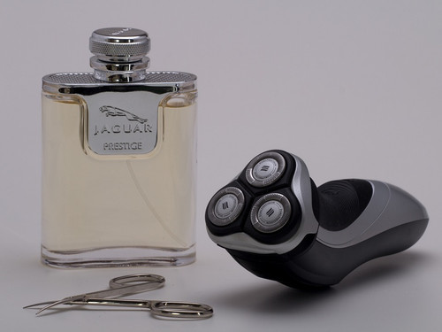A strong, masculine aroma. Balancing a fresh base with active notes of sharp spices and cool marine essences.
