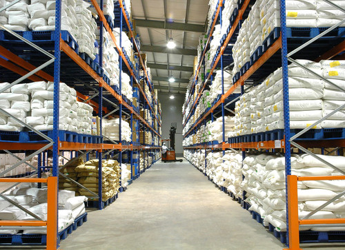The aroma of a vast warehouse, with woody notes to suggest the many shelves and palettes, as well as a tinge of mustiness.