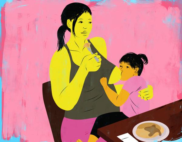 Eating breakfast while breastfeeding baby