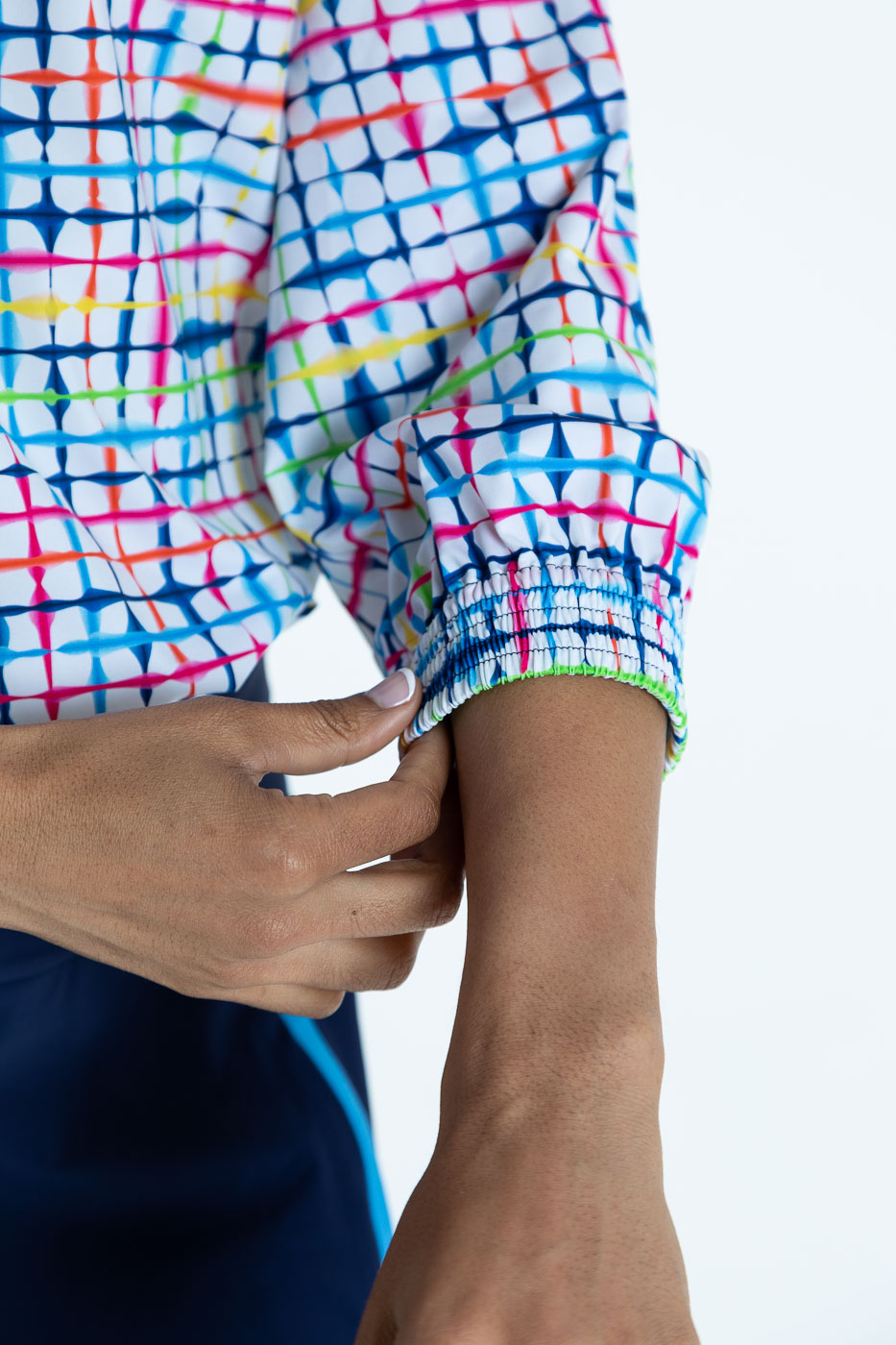 Close view of the sleeve on the blurred lines Swing Easy 3/4 Sleeve golf shirt
