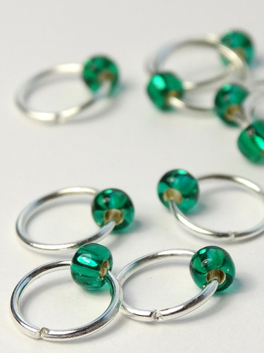 20 Greatly Green Tiny Bead Jewel Rings Lace Markers 4mm