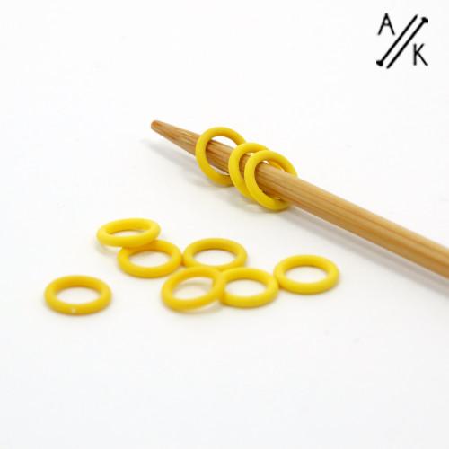 10 YELLOW Thin Snag Free rubber ring stitch markers 4mm | Atomic Knitting