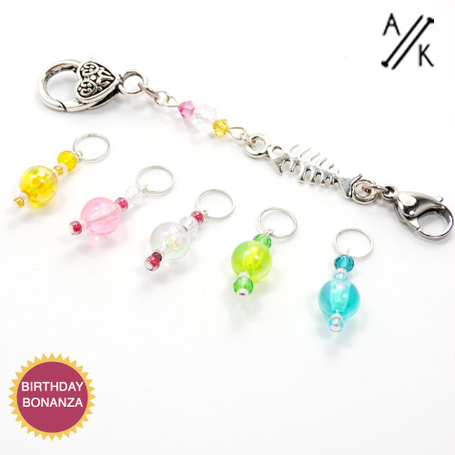 Set of 5 Mixed Bubble 4mm Stitch Markers & Keeper
