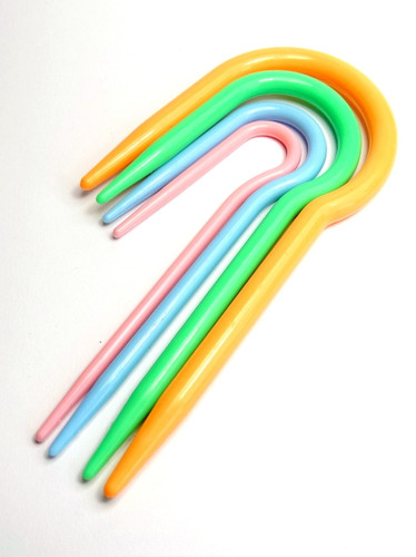 Set of 4 Curved Acrylic Cable Stitch Knitting Needles